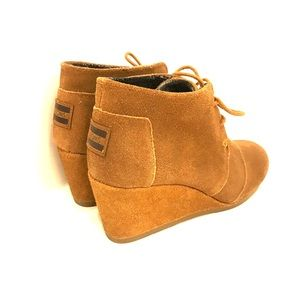 Women's TOMS wedges. Size 7.5